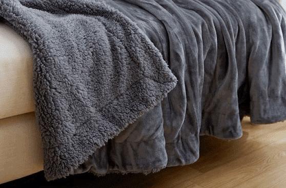 Chăn lông có tác dụng giữ ấm vô cùng tốt trong mùa lạnh