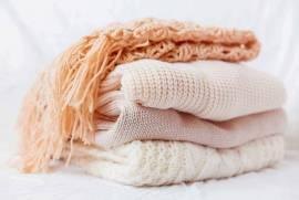 Cách giặt khăn choàng cổ bằng len không nhão, không xơ