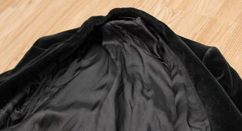 Kiểm tra chỉ dẫn giặt tên tem quần áo trước khi giặt