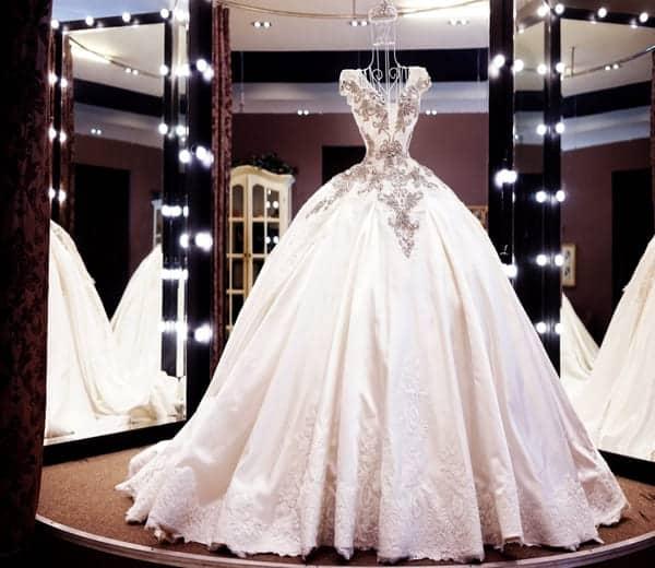 Giặt váy cưới