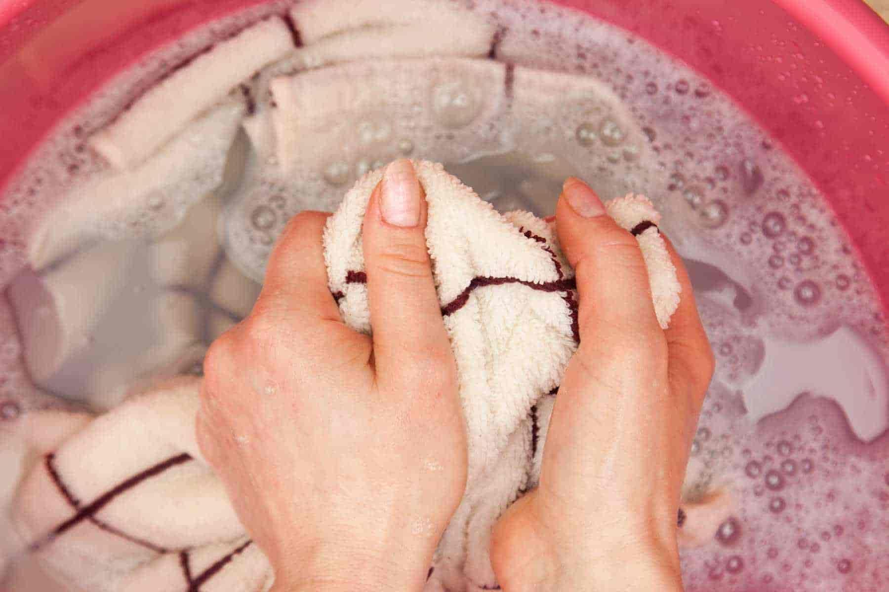 5 Tuyệt chiêu giúp bạn giặt quần áo bằng tay dễ dàng