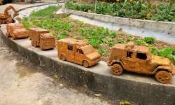 membersihkan-mainan-mobil-polisi--excavator-tayo-mobil-disney-crane-dan-ambulans