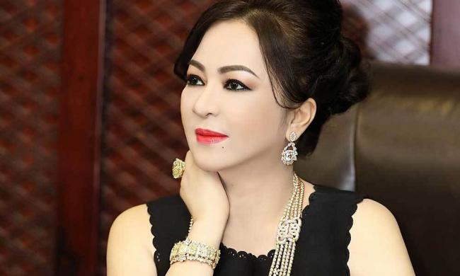 Bà Nguyễn Phương Hằng vẫn chưa nguôi ngoai câu chuyện làm từ thiện của giới nghệ sĩ, tiếp tục 'khịa gắt' 1