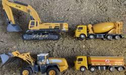 xe-nang-xay-dung-di-tim-va-cuu-ho-cac-thiet-bi-nang-o-cat--construction-vehicles-in-the-mud